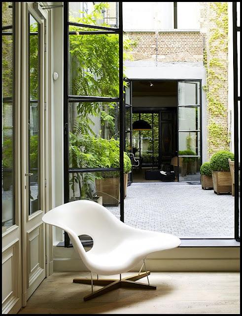 Ultimamente, En La Arquitectura Moderna Se Incluyen Patio Interiores  Acristalados Dentro De Las Casas. Son Los Patios Llamados Tipo Pecera, Que  Reciben Este ...