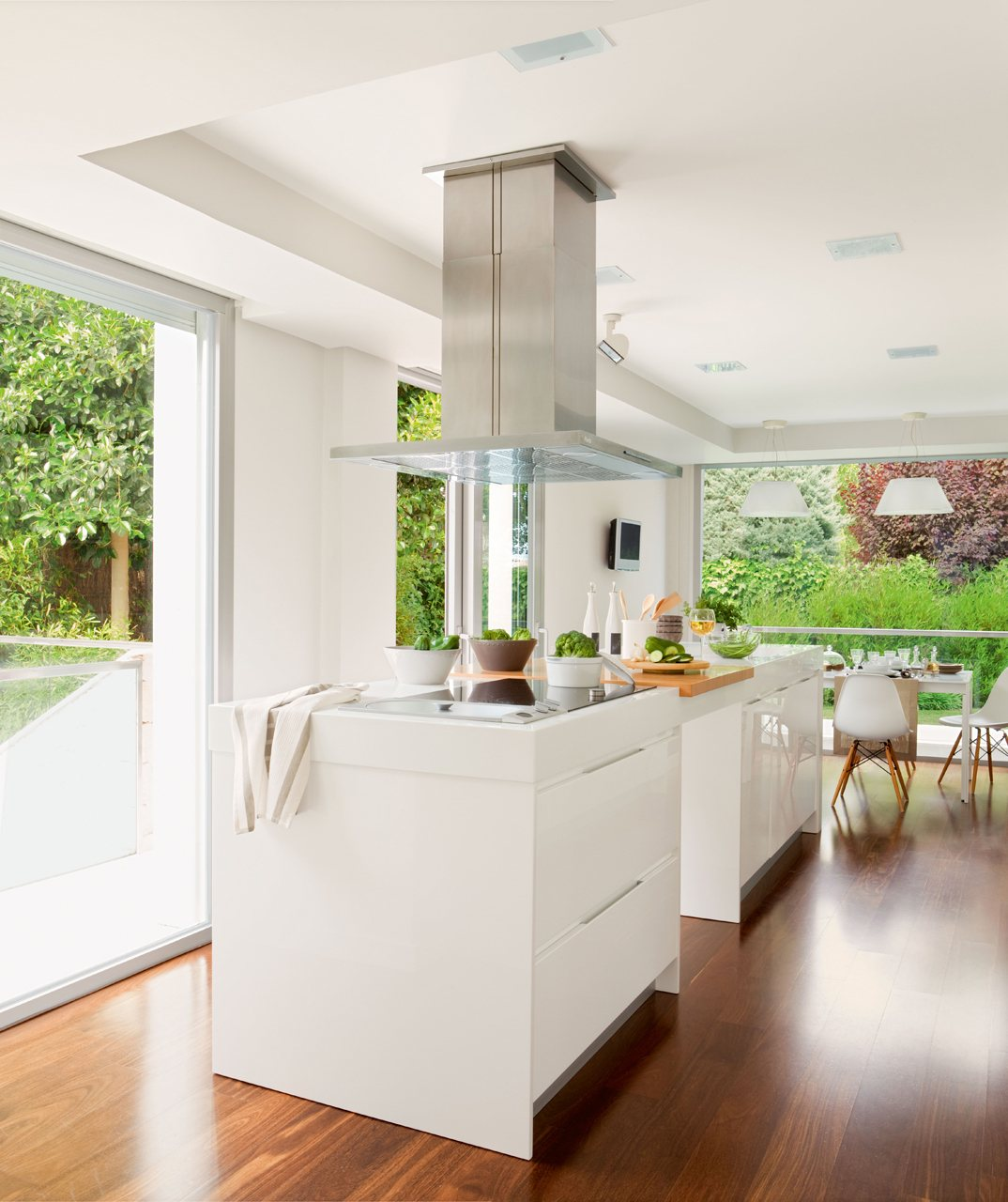 Cocina moderna y actual for Cocinas grandes modernas con isla