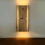 Sconce de pared de madera con el reloj